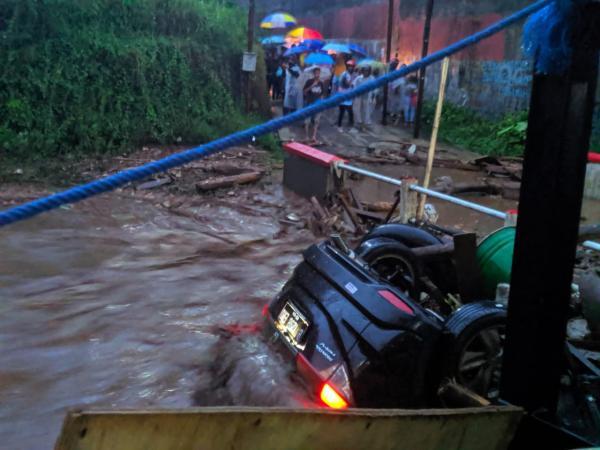 Banjir Bandang Hanyutkan Satu Rumah Warga Sukabumi