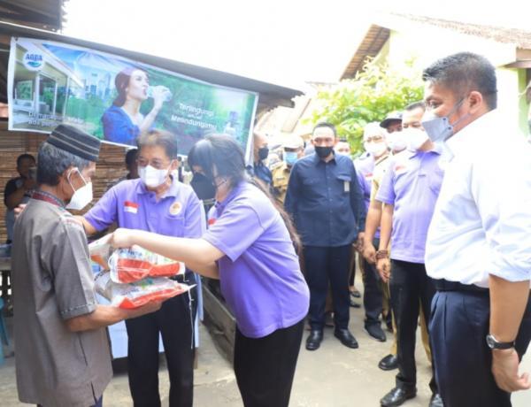 Bersama SO, Iva HD Salurkan Bansos Beras untuk Masyarakat Terdampak Covid-19