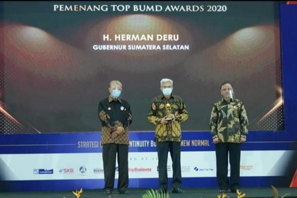 Herman Deru Terpilih Sebagai Top Pembina BUMD Awards 2020