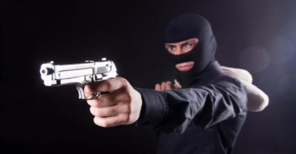 Perampok Bersenpi Larikan Rp100 juta Milik Anggota Polisi