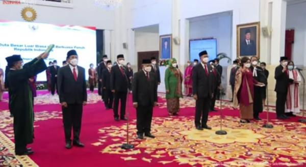 Presiden Jokowi Resmi Melantik dan Ambil Sumpah 17 Duta Besar