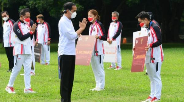 Presiden Serahkan Bonus bagi Atlet Indonesia di Olimpiade Tokyo