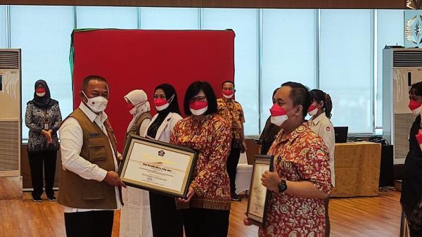 Satgas Berikan Penghargaan Pejuang Penanganan Covid-19