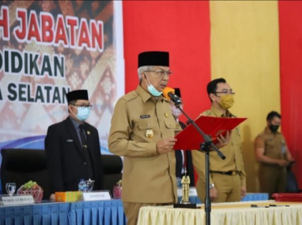 Wagub Mawardi Lantik Pejabat Administrator, Pengawas dan Kepala Sekolah SMA/SMK/SLBN