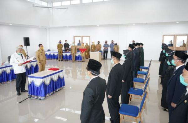 Wagub Mawardi Yahya Lantik 43 Pejabat Lingkungan Dinas Kesehatan